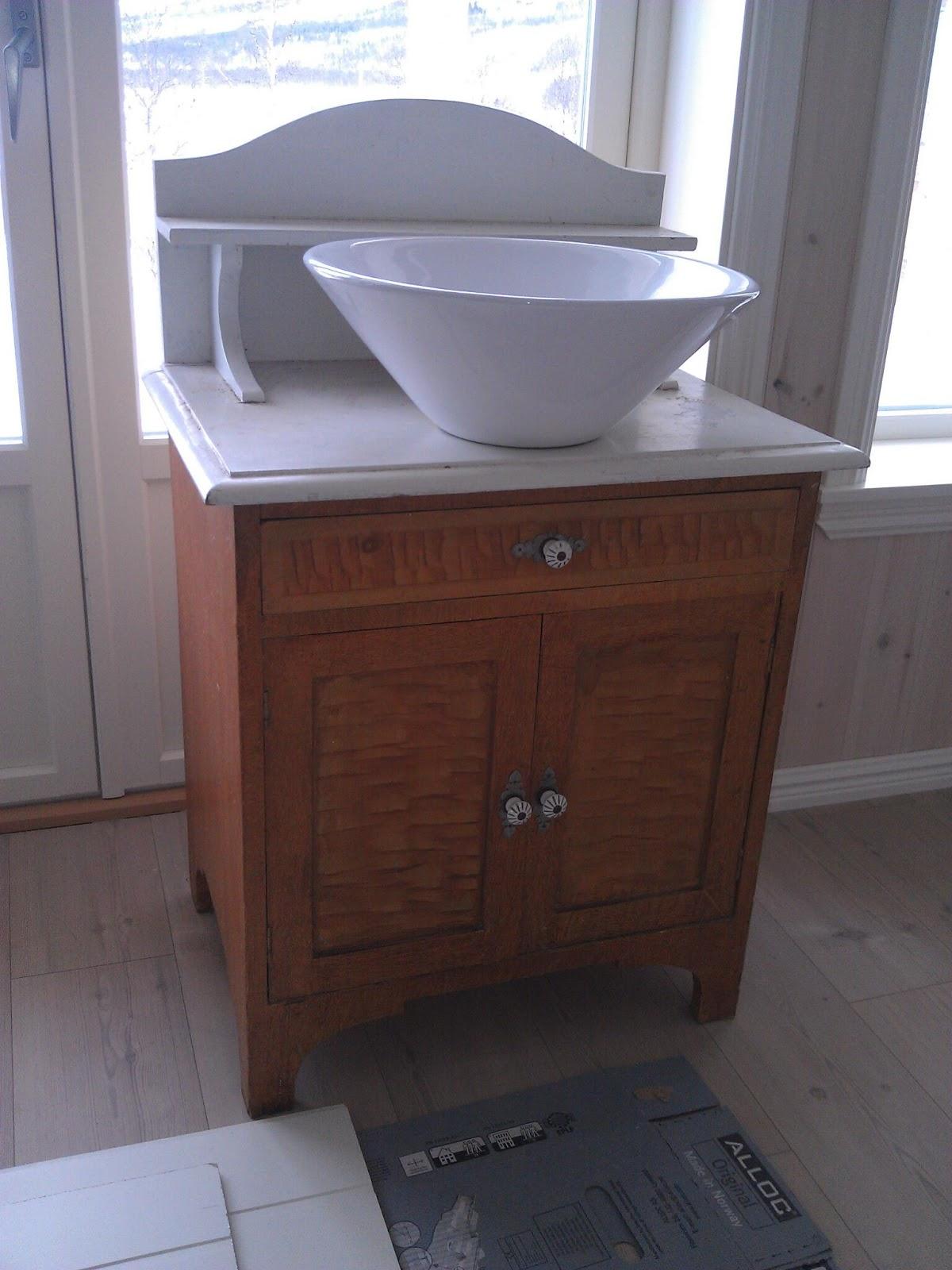 Detta ska bli vaskeservanten på det lille badet i 2 etasjen. Skal ...