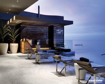 casa-de-lujo-piscina-vista-al-mar-Antoni-Associates
