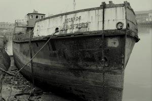 Al final de su vida, con el nombre de RICARDO, que le puso José Maria Acha, estuvo arrumbado unos años en la ria de Bilbao, aguas arriba de Los Mimbres. Foto Juan M. Rekalde
