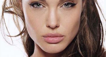 Cuanto mide Angelina Jolie