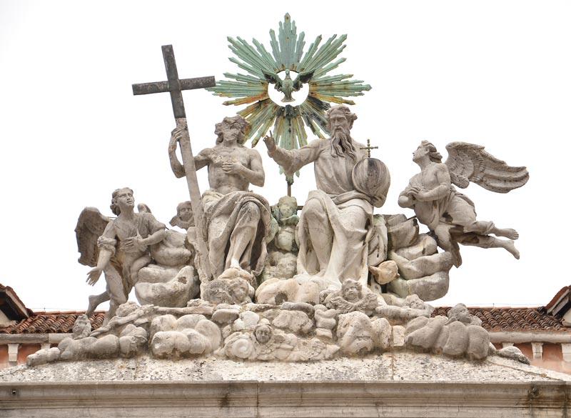 Chiostro trinita 02