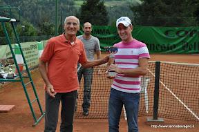 Cosimo Fontana premia il vincitore
