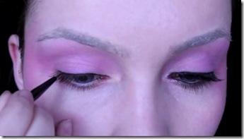 effie-trinket-look-tutorial-eyeliner
