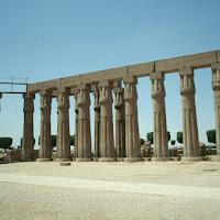 30.- patio de templo en Luxor