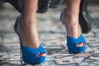Anahí lanza su nueva línea de zapatos Aviesta