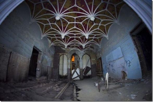 abandoned-castle-belguim-40