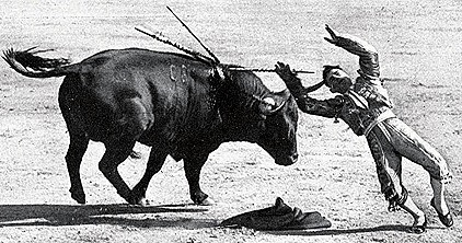 1916-04-13 (p. 19 Mundo Grafico) Madrid Alternativa Ballesteros Cogida al matar