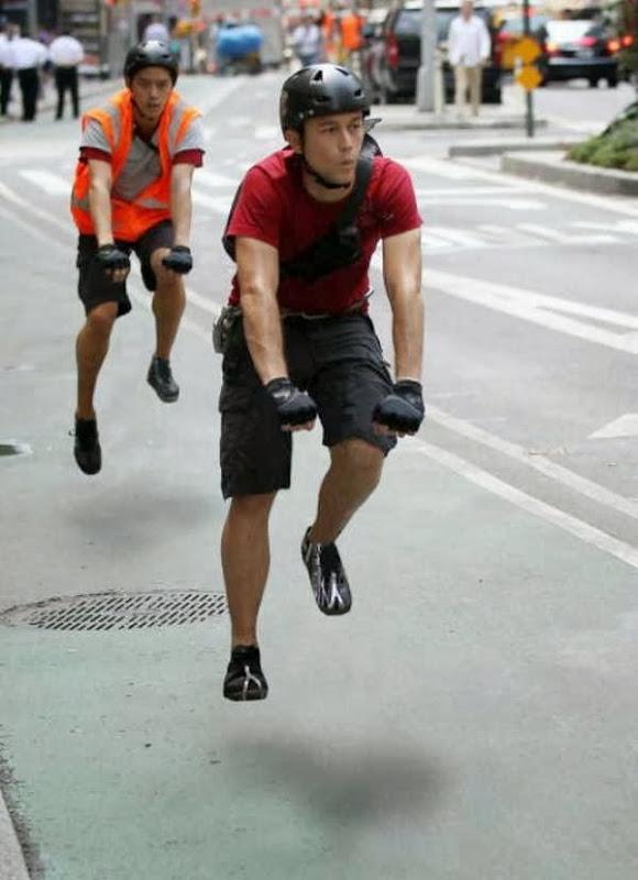 Pessoas andando em bicicleta invisíveis 25