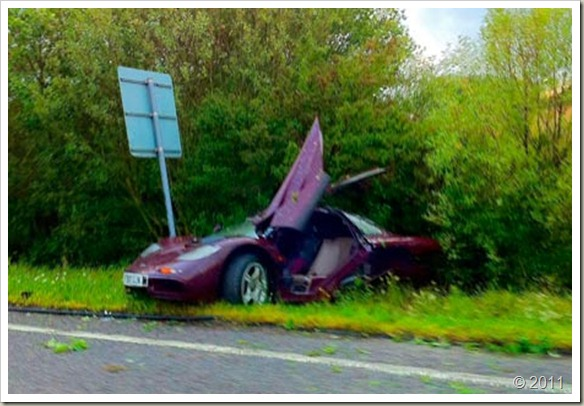 rowan-atkinson-crashes-mclaren-f1-32497-image1
