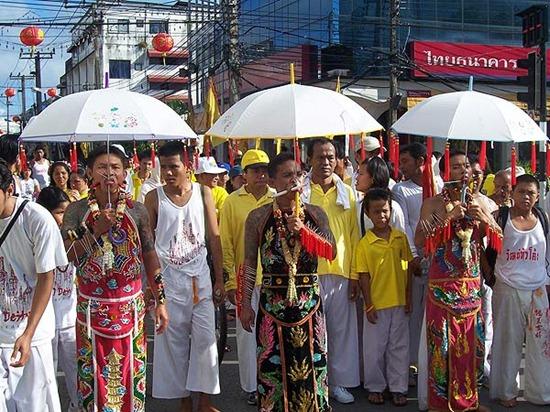 le-hoi-an-chay-phuket (1)