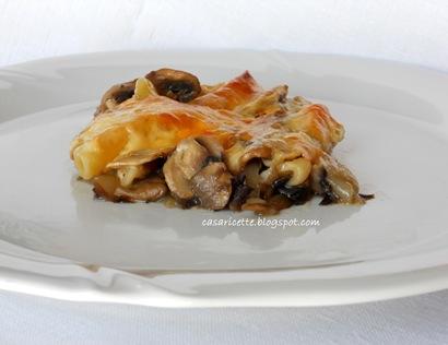 Pasta al forno con funghi, radicchio e scamorza affumicata