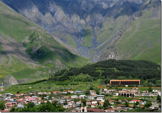 Rooms-Hotel-in-Kazbegi-Caucasus-Mountains-Georgia-yatzer-16