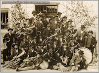 1903 vor dem alten Wiedum.JPG