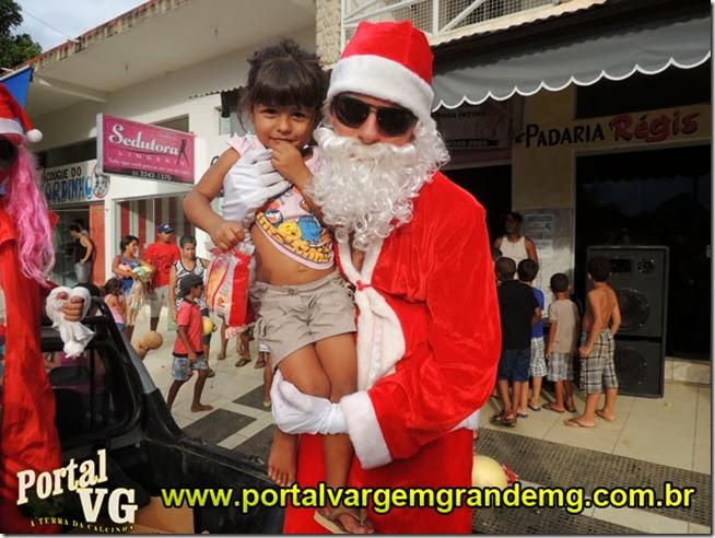 entrega de presentes dia de natal portal vargem grande mg   (91)