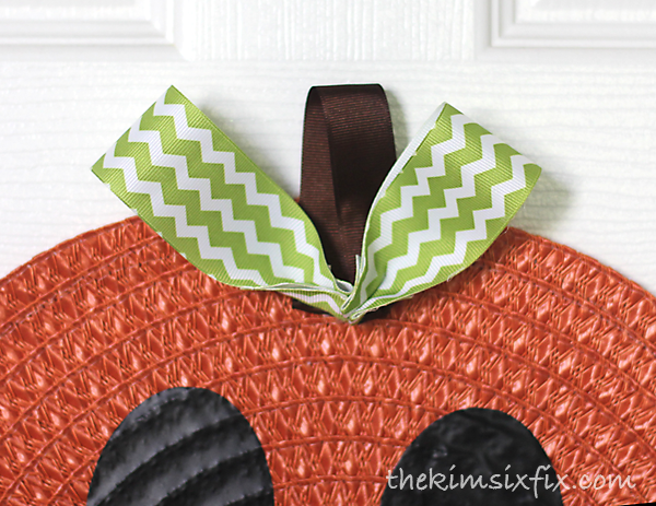 Placemat pumpkin with ribbon