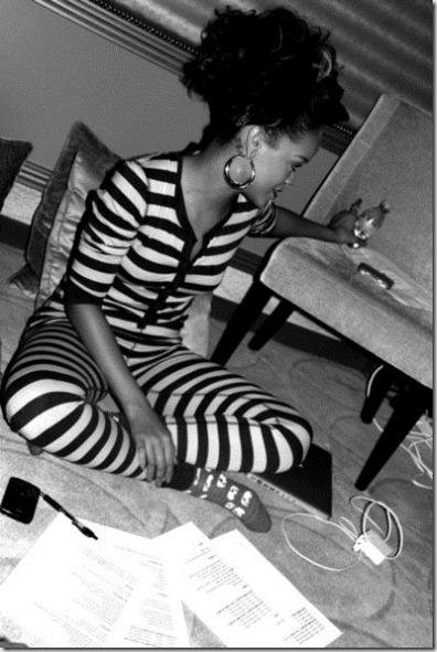 Rihanna Rihanna Facebook Pics VS_675-PrWfl