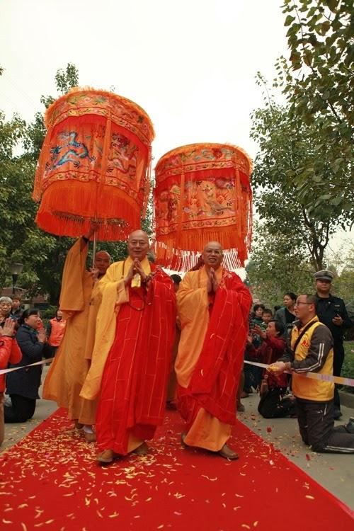 Thời sự tin tức Phật gáo thế giới - Người Áo Lam - 001