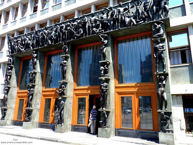 puerta-del-parlamento-esloveno.JPG