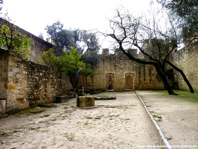 patio-del-castillo.JPG