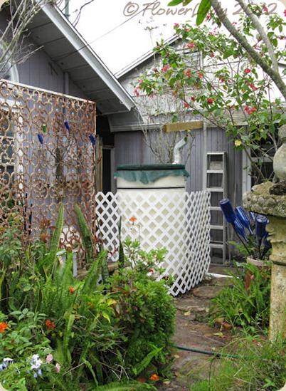 05-16-rain-barrel-lattice