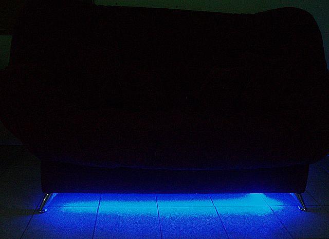 синяя подсветка в темноте