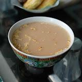 バター茶(ス—テーツァイ)と呼ばれるバター入りミルクティ。