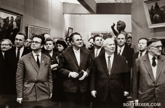 Делегация-во-главе-с-Н.-С.-Хрущевым-осматривает-выставку-в-Манеже-1-декабря-1962-года-фото-с-сайта-газеты-Трибуна
