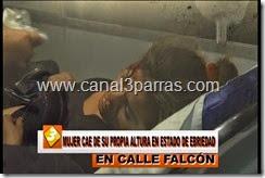 08 IMAG. MUJER CAE DE SU PROPIA ALTUROA EN ESTADO DE EBRIEDAD EN LA CALLE FALCON.mp4_000011344