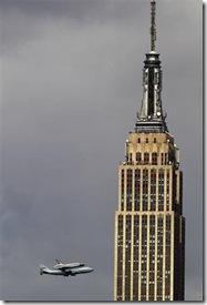 2012-04-27T193322Z_5_CBRE83Q18RJ00_RTROPTP_2_USA-SHUTTLE_empire state building