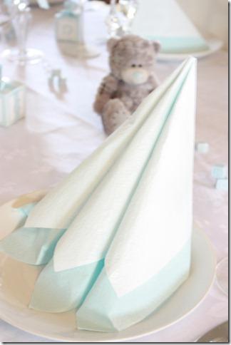 barnedåp inspirasjon baby gutt blå borddekking blomster IMG_2523