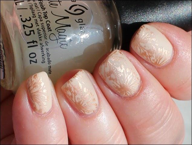 Elegantes Nude Nail Art Design mattiert 11
