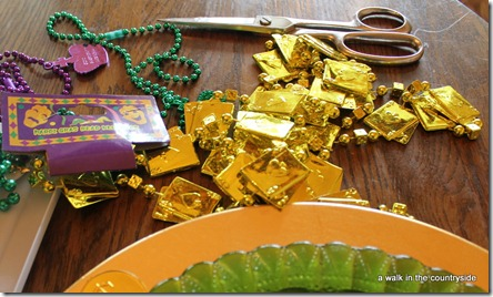 DIY Mardi Gras Plate Chargers