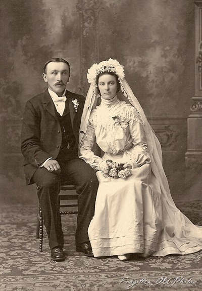 Couple sitting down DL Antiques
