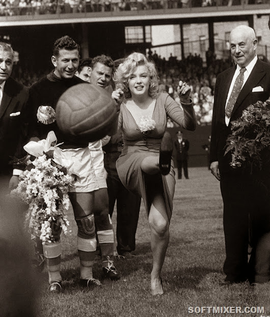 1959 Marilyn MONROE (USA) Actrice aux Etats-Unis.<br /><br />USA. NY. 1959. Marilyn Monore opening a soccer game in NY.<br /><br /><br /><br />Image licenced to Catherine Rouviere Magnum Photos by Catherine Rouviere<br /><br />Usage :  - 3000 X 3000 pixels (Letter Size, A4) <br /><br />© Bob Henriques / Magnum Photos