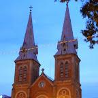 夜のサイゴン大聖堂
