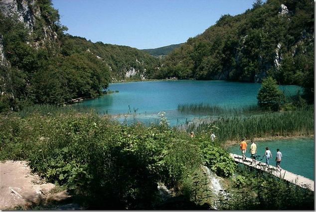 amazing-waterfalls-of-plitvice-lakes-in-croatia-2