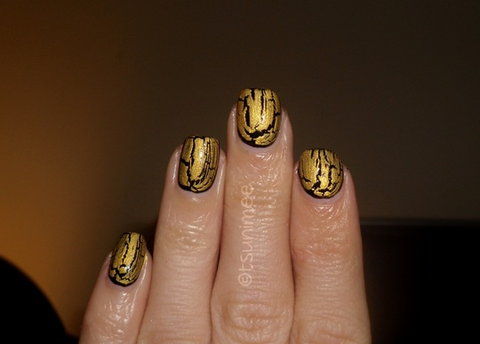 beautyuk-night-fever-gold-shatter-polish07
