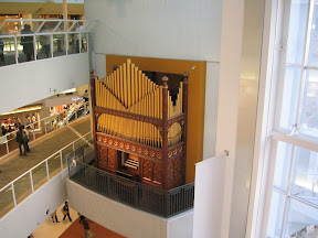 A giant pipe organ in the Toyosu LaLaport Mall