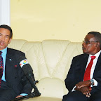 tn_Prez Khama brifing Prez Mills about his visit to Ghana.JPG