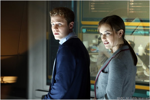 Tech duo Leo Fitz (Iain De Caestecker) and Jemma Simmons (Elizabeth Henstridge).