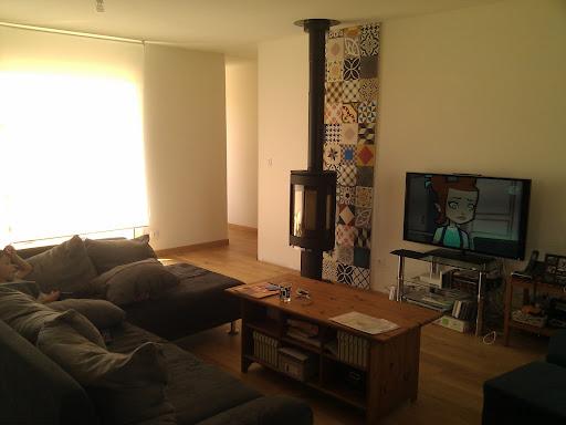 la cabane d 39 armelle micha l et samuel le po le et les carreaux ciments sont pos s. Black Bedroom Furniture Sets. Home Design Ideas