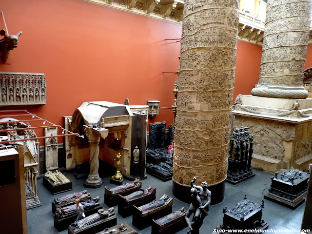 sarcofagos-columna-victoria-and-albert-museum-london.JPG