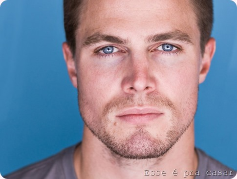 Stephen-Amell-stephen-amell-34404740-1024-768