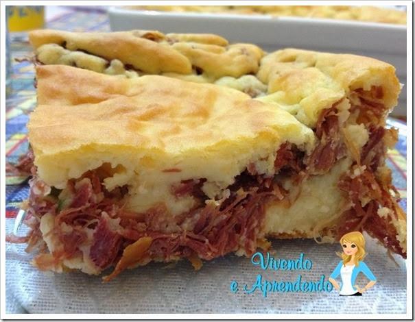 Torta de mandioca com carne seca1