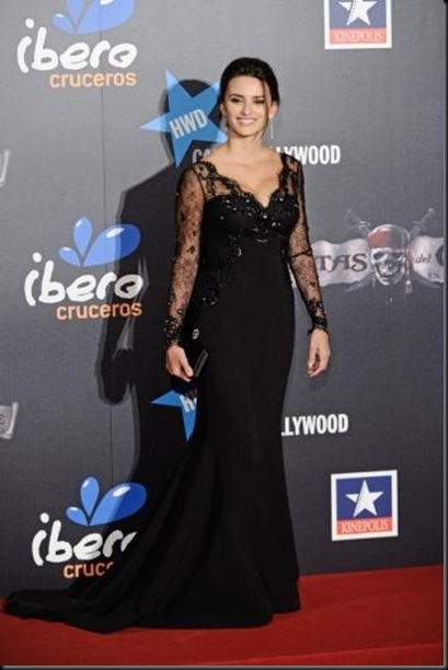 el-look-penelope-cruz-premiere-piratas-del-ca-L-fk3Faj