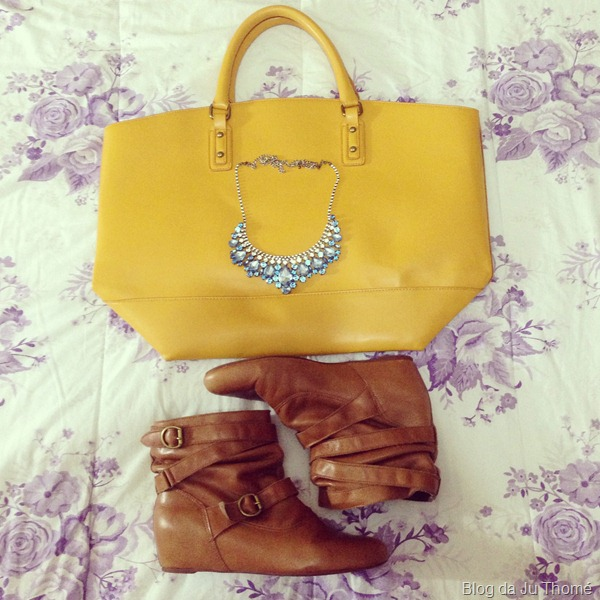 look calça amarela, camisa floral renner, colar renner e blusa listrada (3)