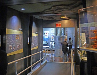 Atomic Museum Display2