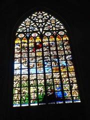 2014.08.03-081 vitraux dans la cathédrale des Saints-Michel-et-Gudule