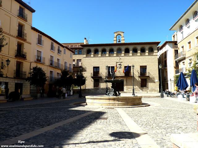 Plaza-ayuntamiento-de-Borja.JPG