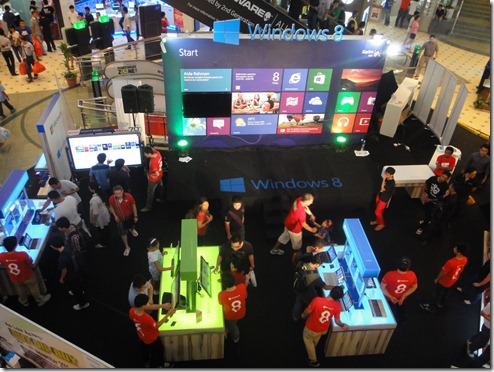Windows 8 @ Low Yat Plaza